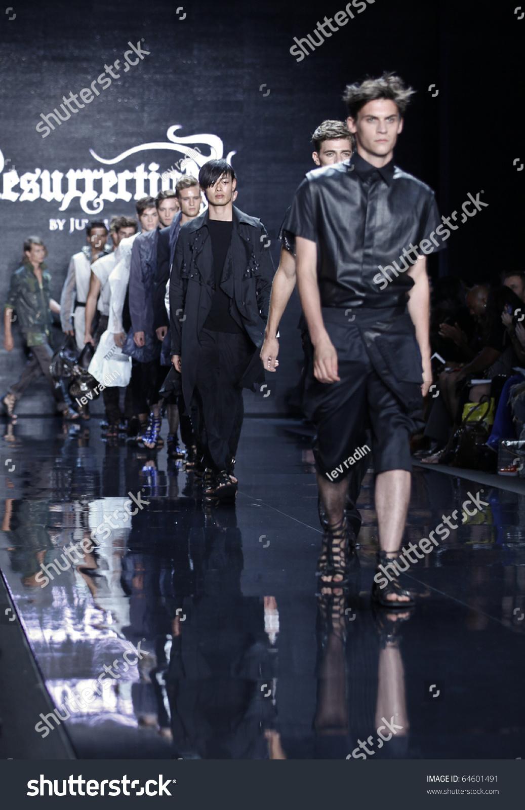New York September 09 Models Walk Stock Photo Edit Now 64601491