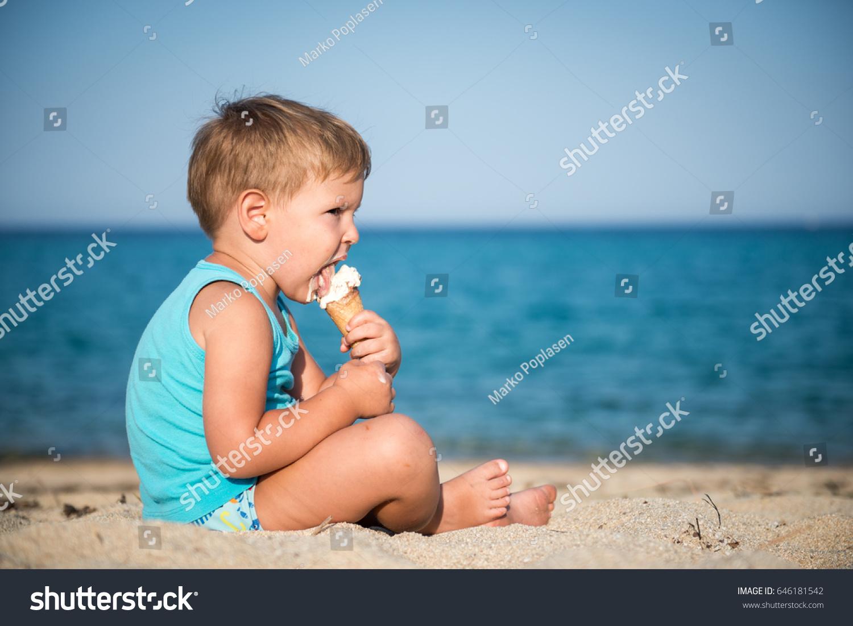 Sweet Little Child Eating Ice Cream Stock Photo 646181542 - Shutterstock