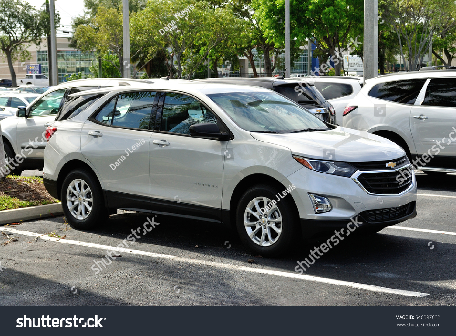 All New 2018 Chevrolet Equinox Lined Stock Photo Edit Now 646397032