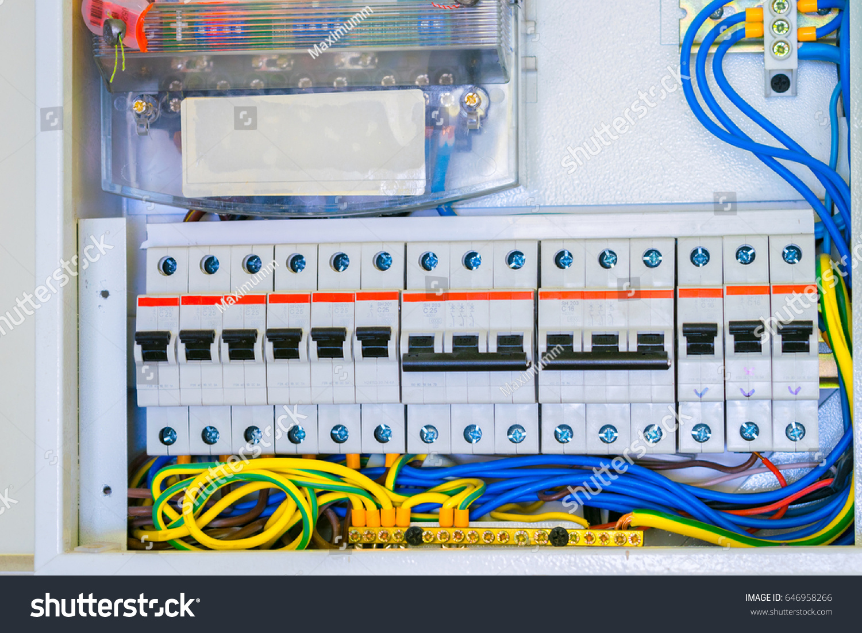 In A Circuit Breaker In Panel Box Wiring