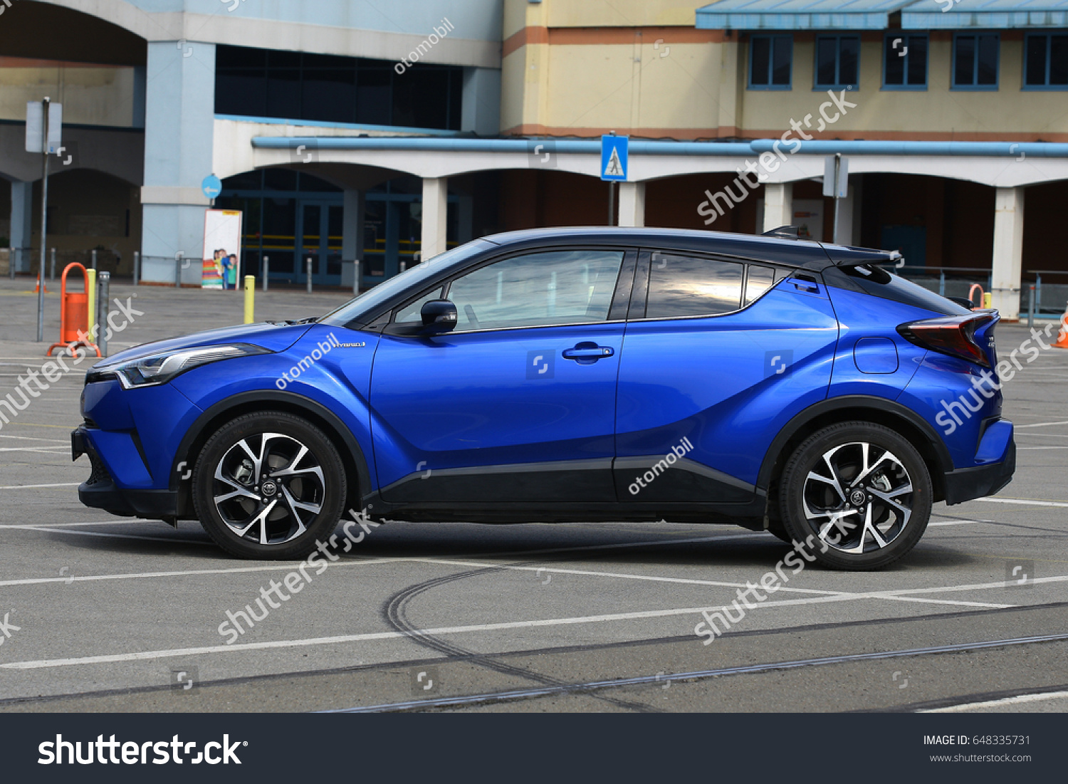 toyota april on mai car hybrid thailand subcompact city crossover new to road chiang no suv chiangmai chr