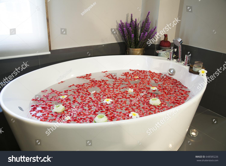Enchanting Round Spa Bath Ideas - Luxurious Bathtub Ideas and ...
