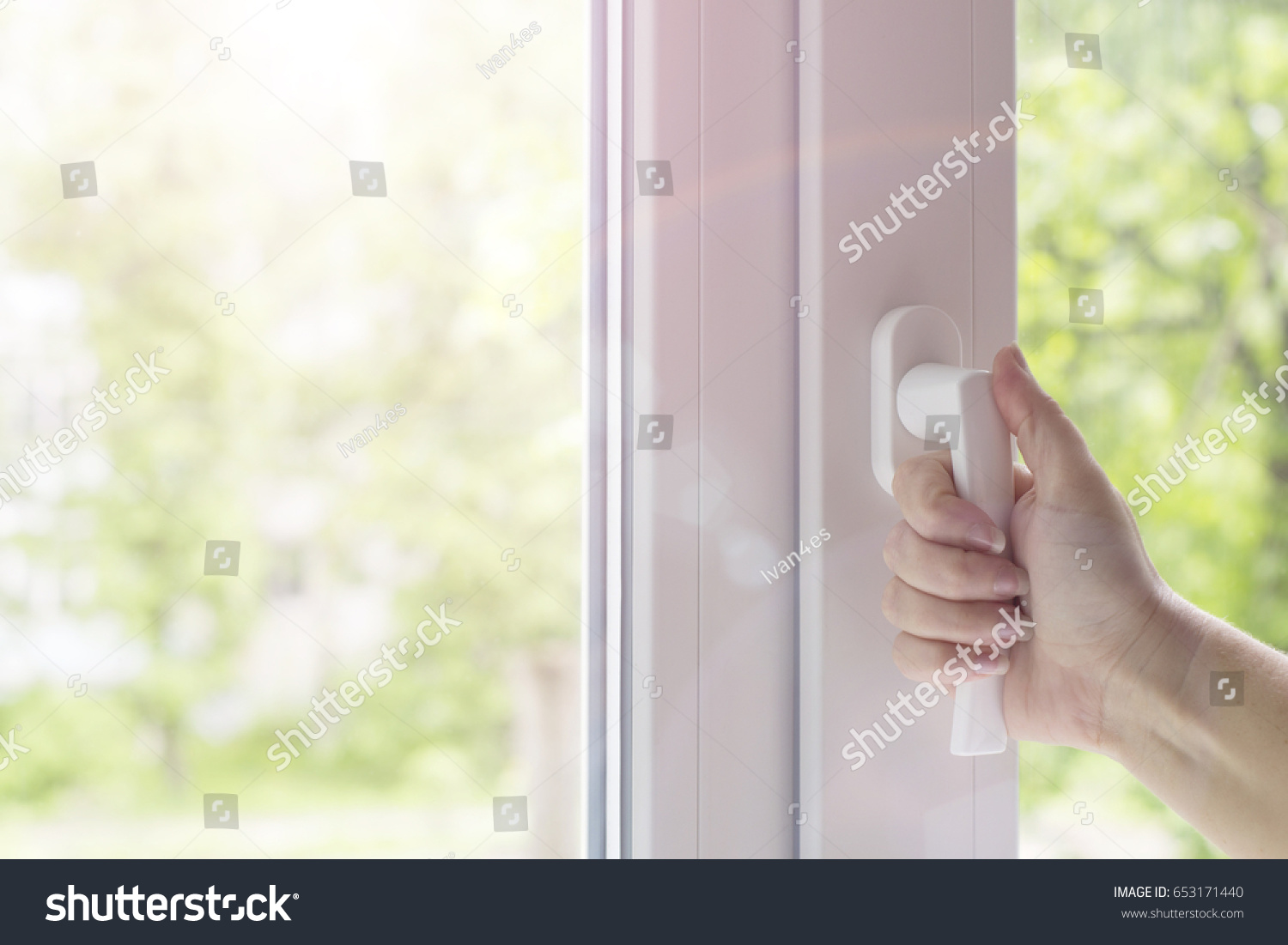 How to open a plastic window