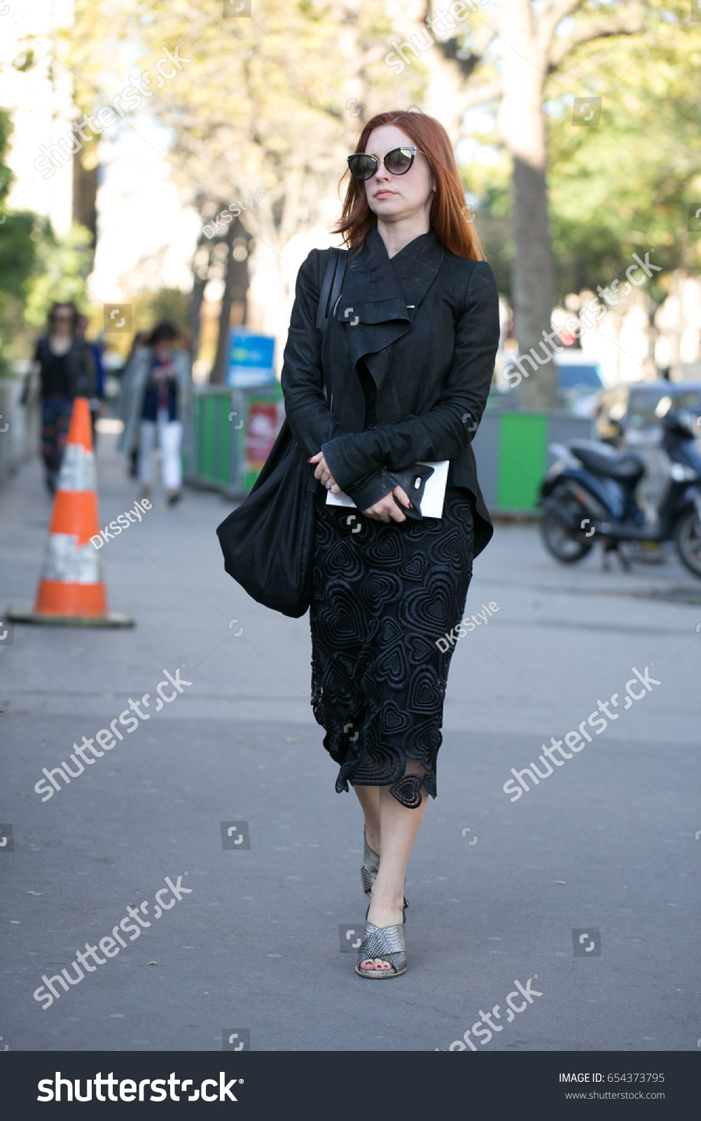 Dresses Lace with sleeves pictures