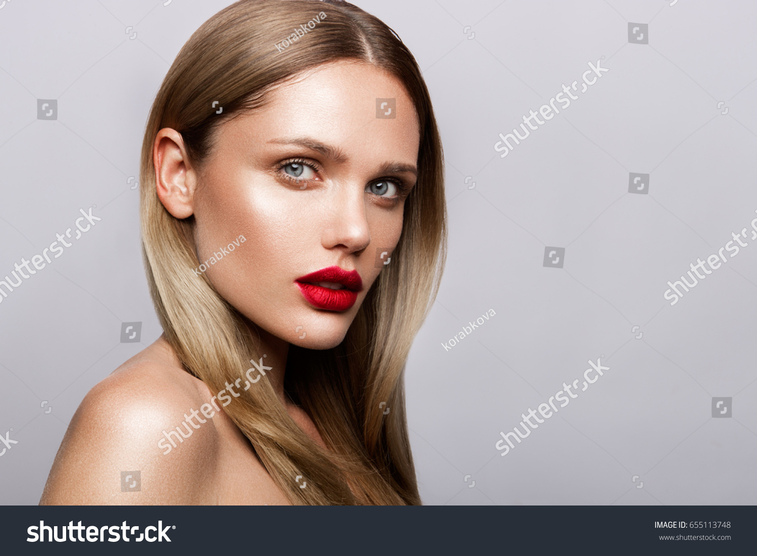 pimpandhost imageban Beautiful young model with red lips and nude manicure