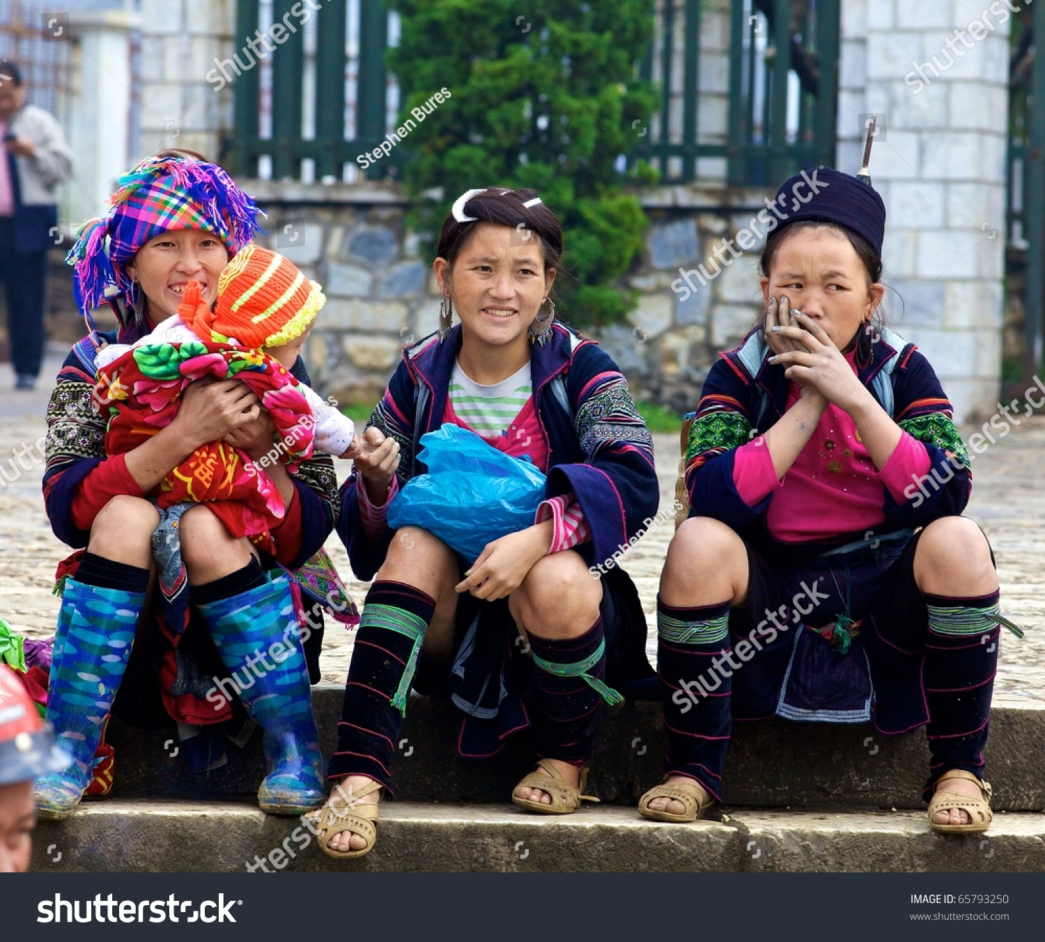 Vietnamese Minority People Women From Red Dao Hill Tribe Stock ...