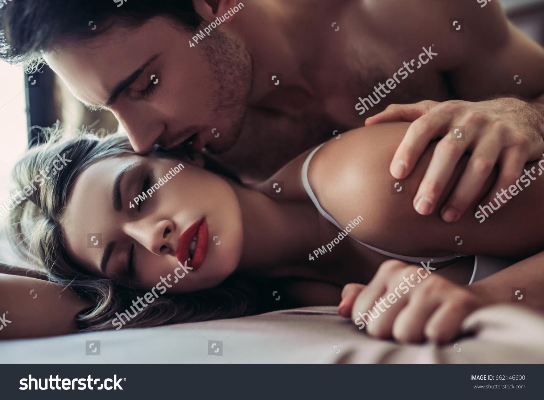 Фото романтика секс, Нежный секс романтичной парочки в спальне порно фото 22 фотография