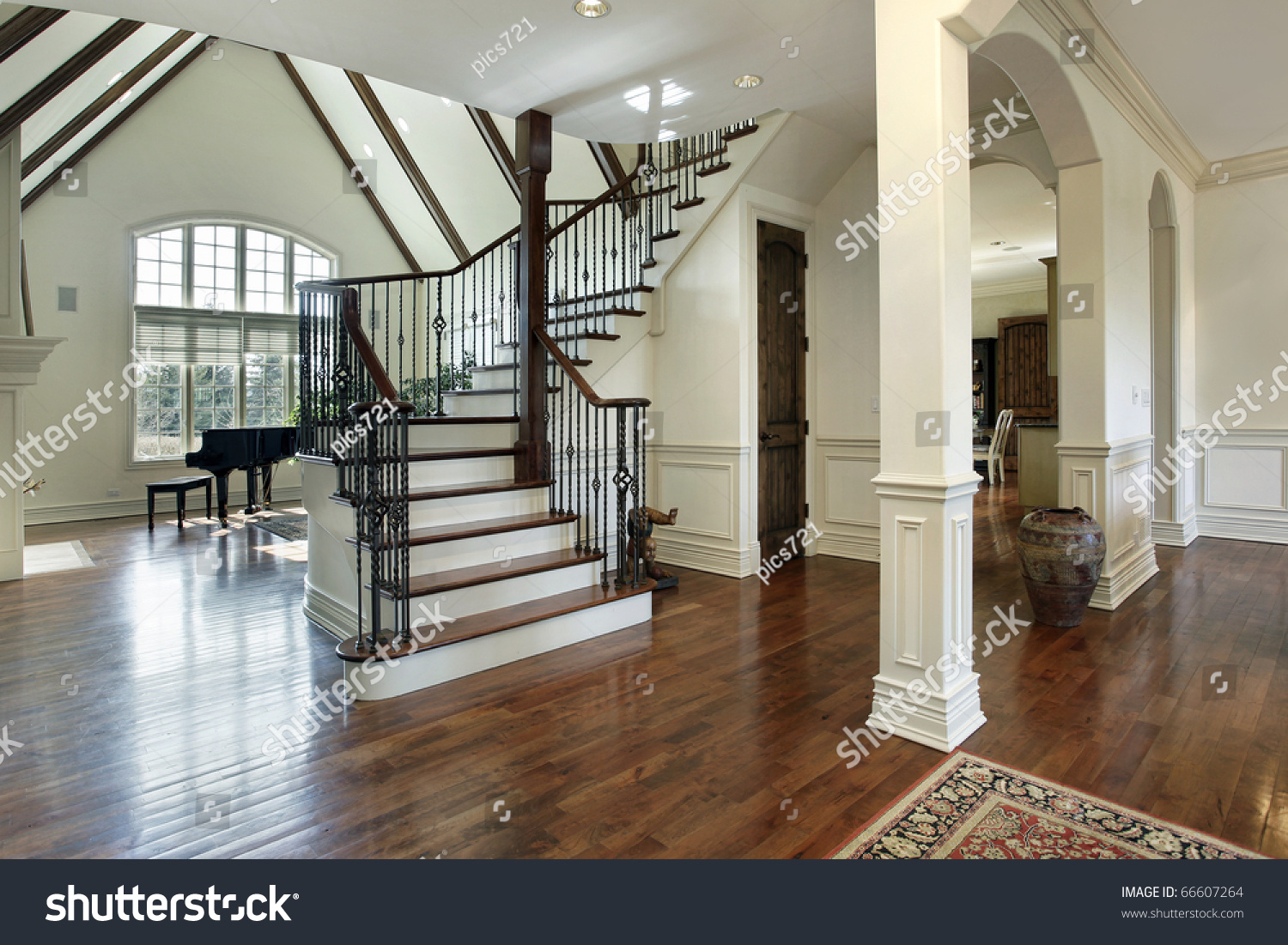 Foyer Into Great Room : Foyer luxury home arched entry into stock photo