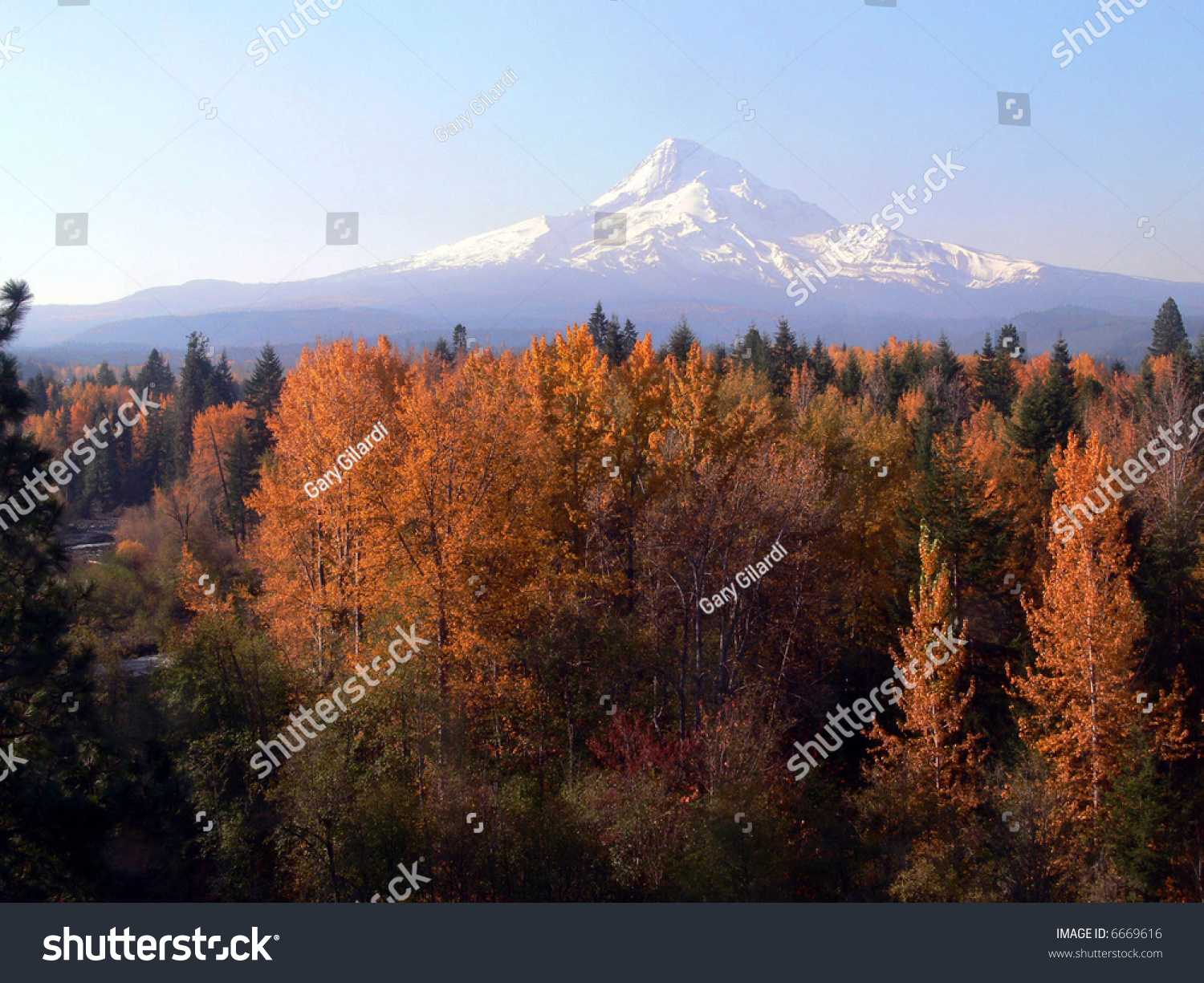 The Hood River And Mt Hood Ore Stock Photo 6669616