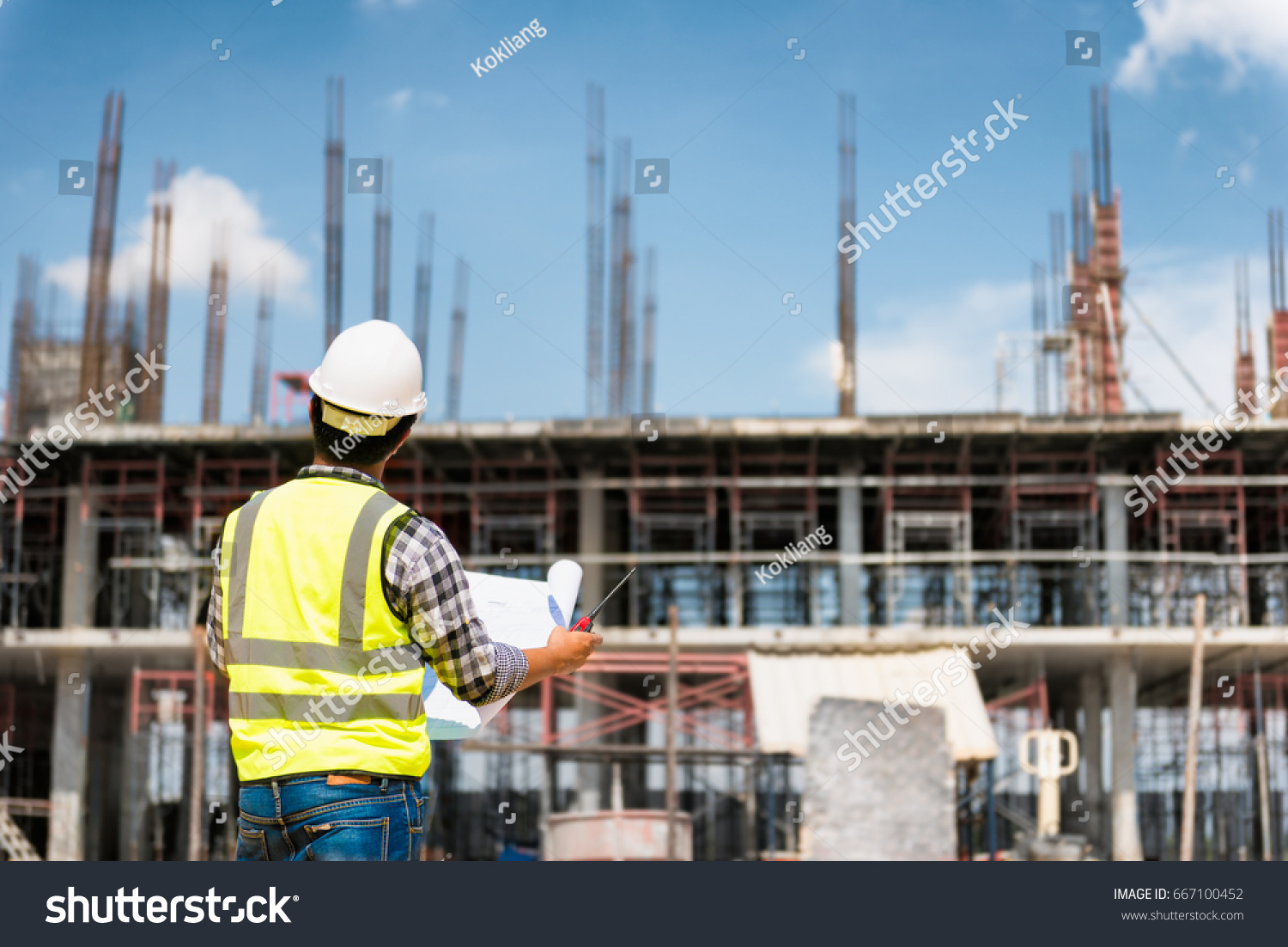 engineering consulting people on construction site の写真素材 今