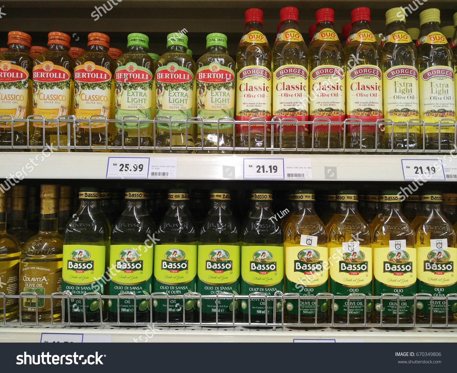 Selangor Malaysia 05 March 2017 Rows Of Branded Olive Oil On Borges Grapeseed 500 Ml Shop Shelf Inside Hypermarket In Ez Canvas