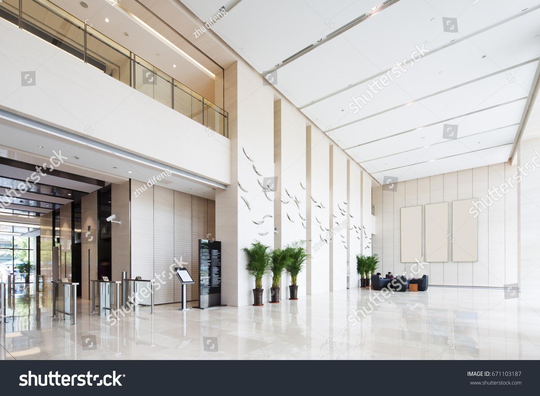 Hall D Entrée Moderne photo de stock de intérieur d'un hall d'entrée spacieux et