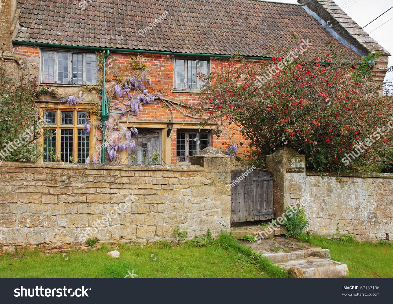 Traditional English Village Cottage Garden Climbing Stock Photo (100 ...