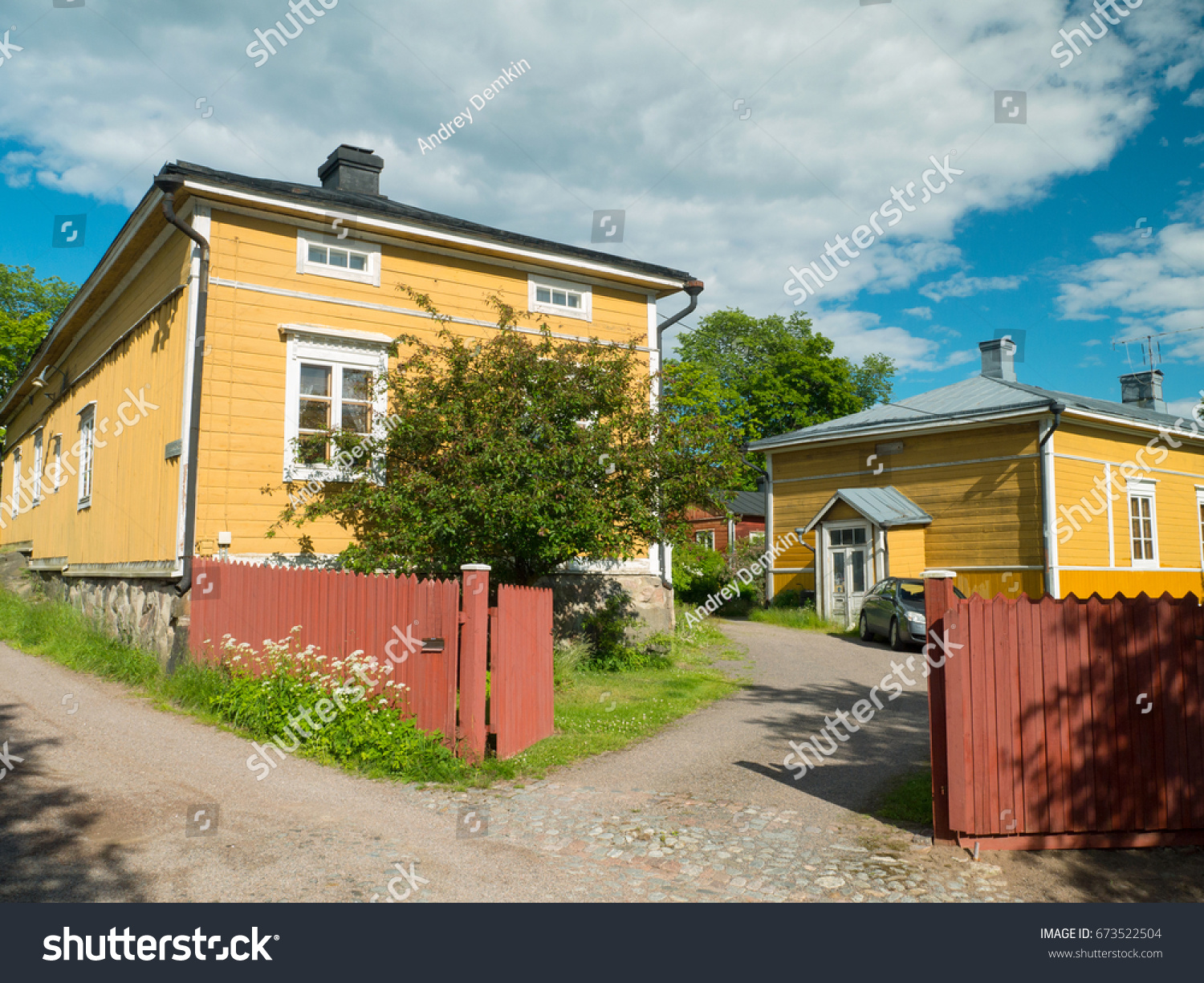 pictures of houses painted yellow