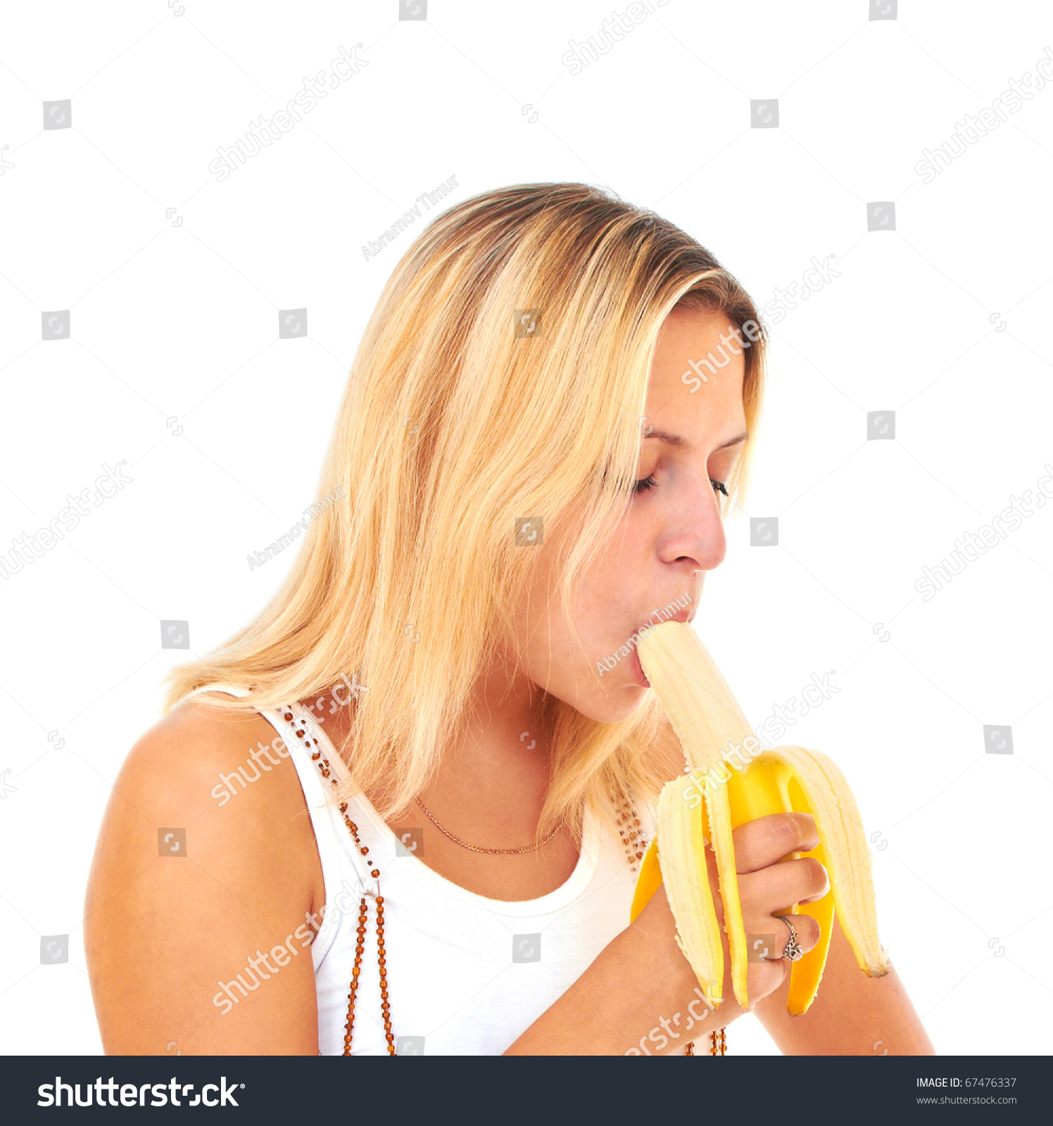 girls eating bannana