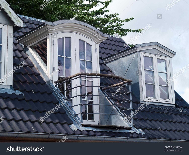 Фото мансардной крыши с балконом..