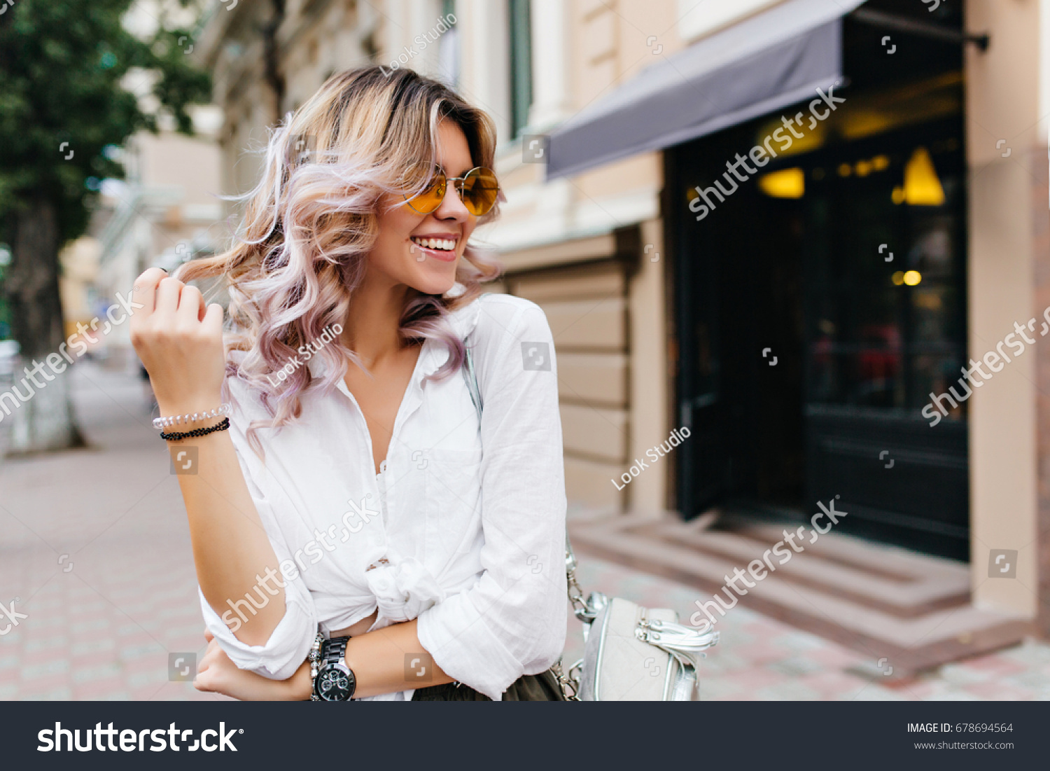 dating really cute girl In france, it's very common for a girl to go out to dinner with a male friend i guess since there is no set protocol, french women are pretty.