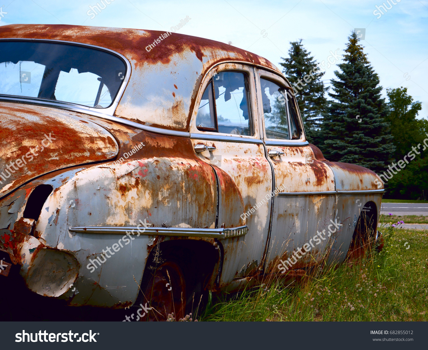 Old Rusty Car Stock Photo 682855012 - Shutterstock