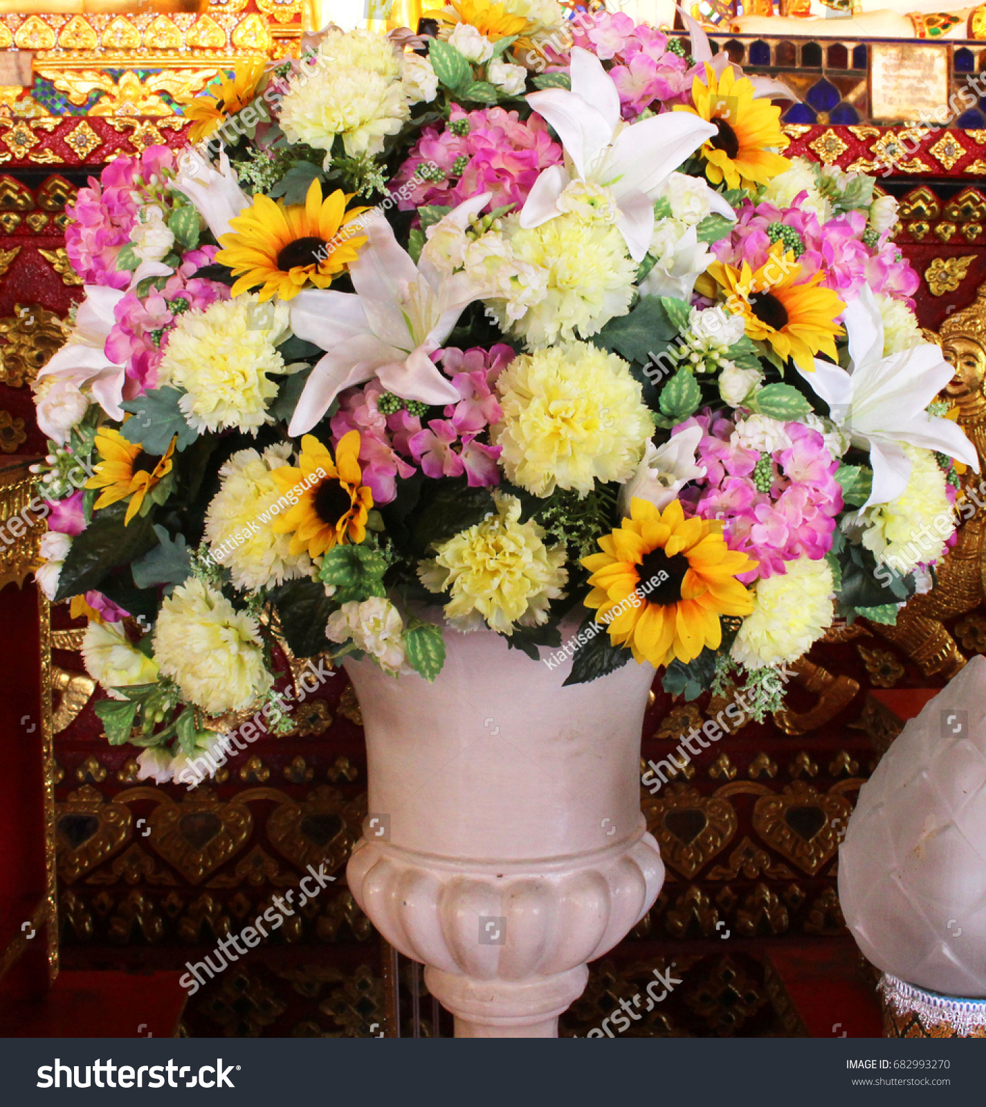 Beautiful Flower Vase Is A Beautiful Plastic Flower Used In Place Of Fresh Flowers,  Very Durable
