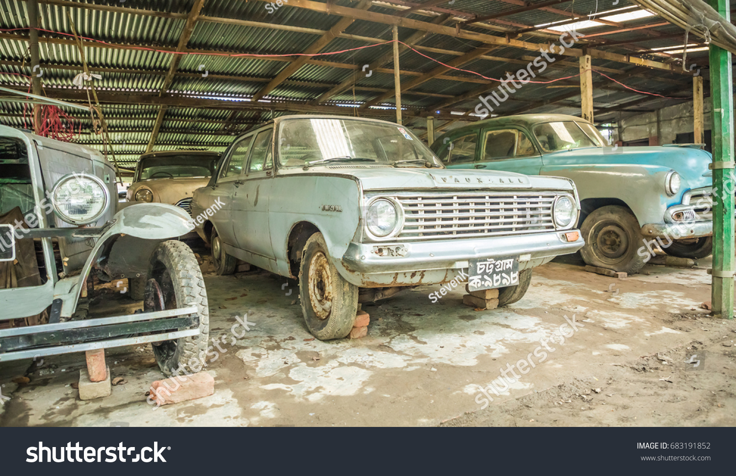 Dhaka Bangladesh July 22 2017 Oldtimer Stock Photo 683191852
