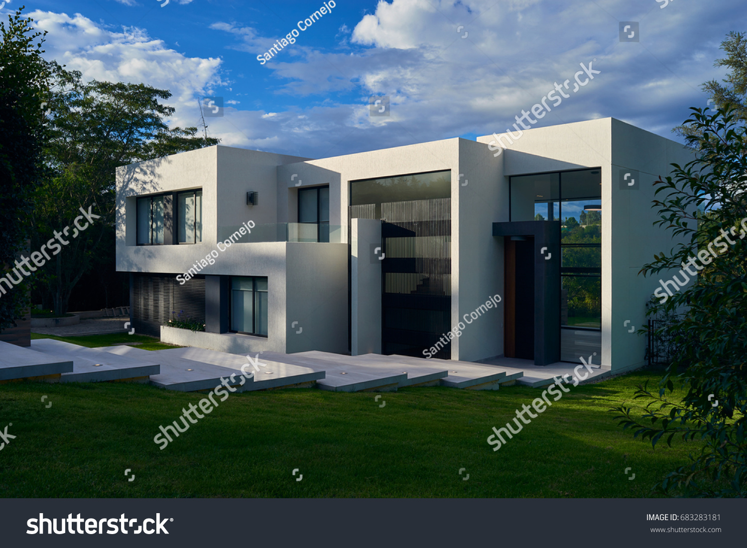Big Modern Beautiful House Stock Photo Edit Now 683283181