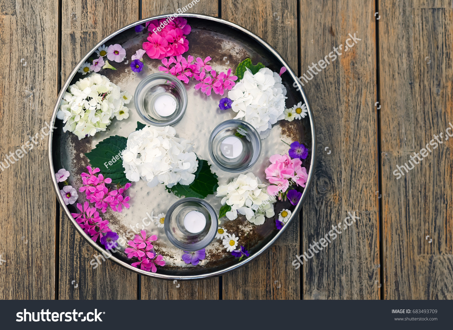 stock-photo-spa-set-on-rustic-wooden-tab