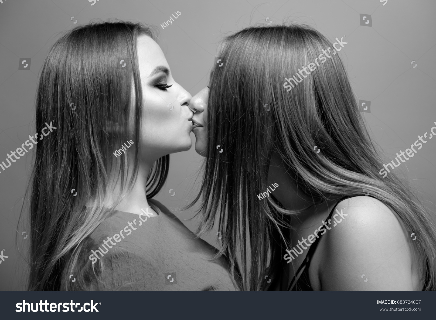 Girls Kissing Each Other