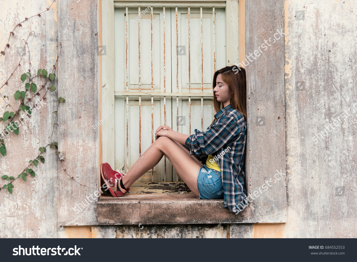 Young Hipster Woman Sad Vintage Tone