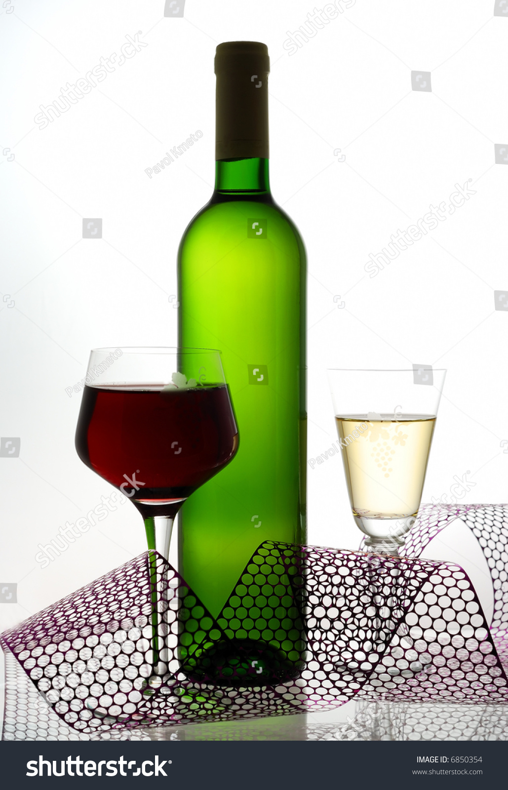 red and white wine opposite white light stock photo 6850354 shutterstock. Black Bedroom Furniture Sets. Home Design Ideas