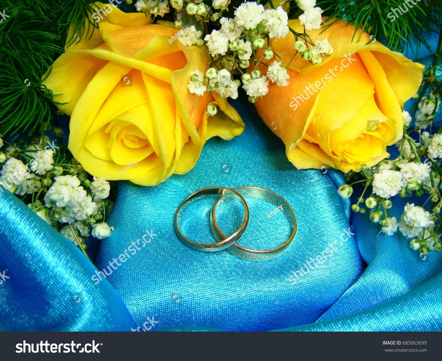 Wedding Rings And Yellow Roses On Blue Background: Yellow Roses Wedding Rings At Reisefeber.org