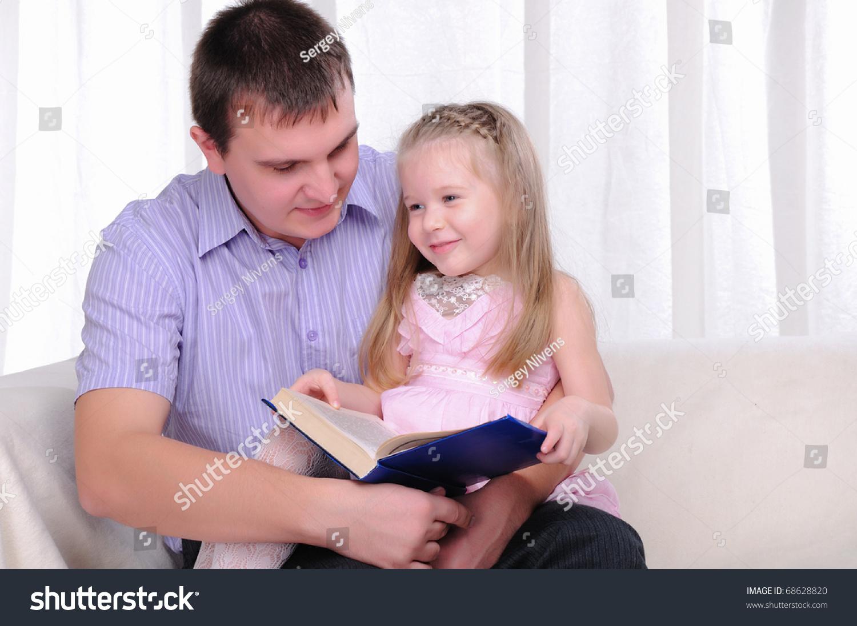 Фото инцеста с отчимом, Инцест фото отец с матерью трахнули дочку на диване 17 фотография