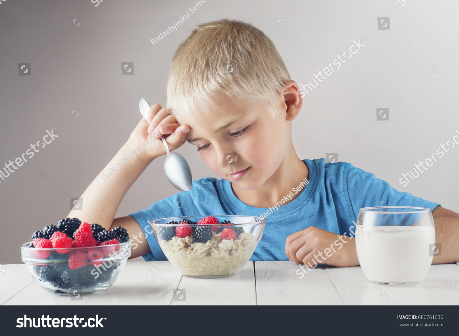 A child does not eat breakfast - what to do and what to cook 60