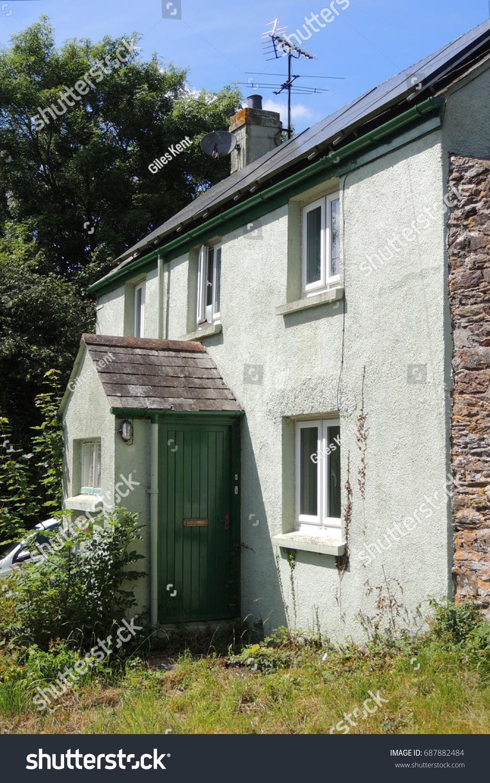 A green farmhouse near Looe in Cornwall #687882484