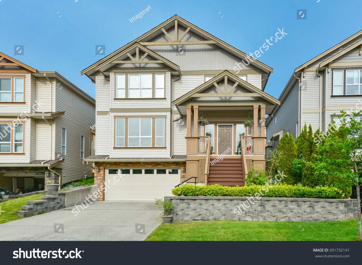 Main Entrance Residential House Concrete Driveway Buildings Landmarks Stock Image 691732141