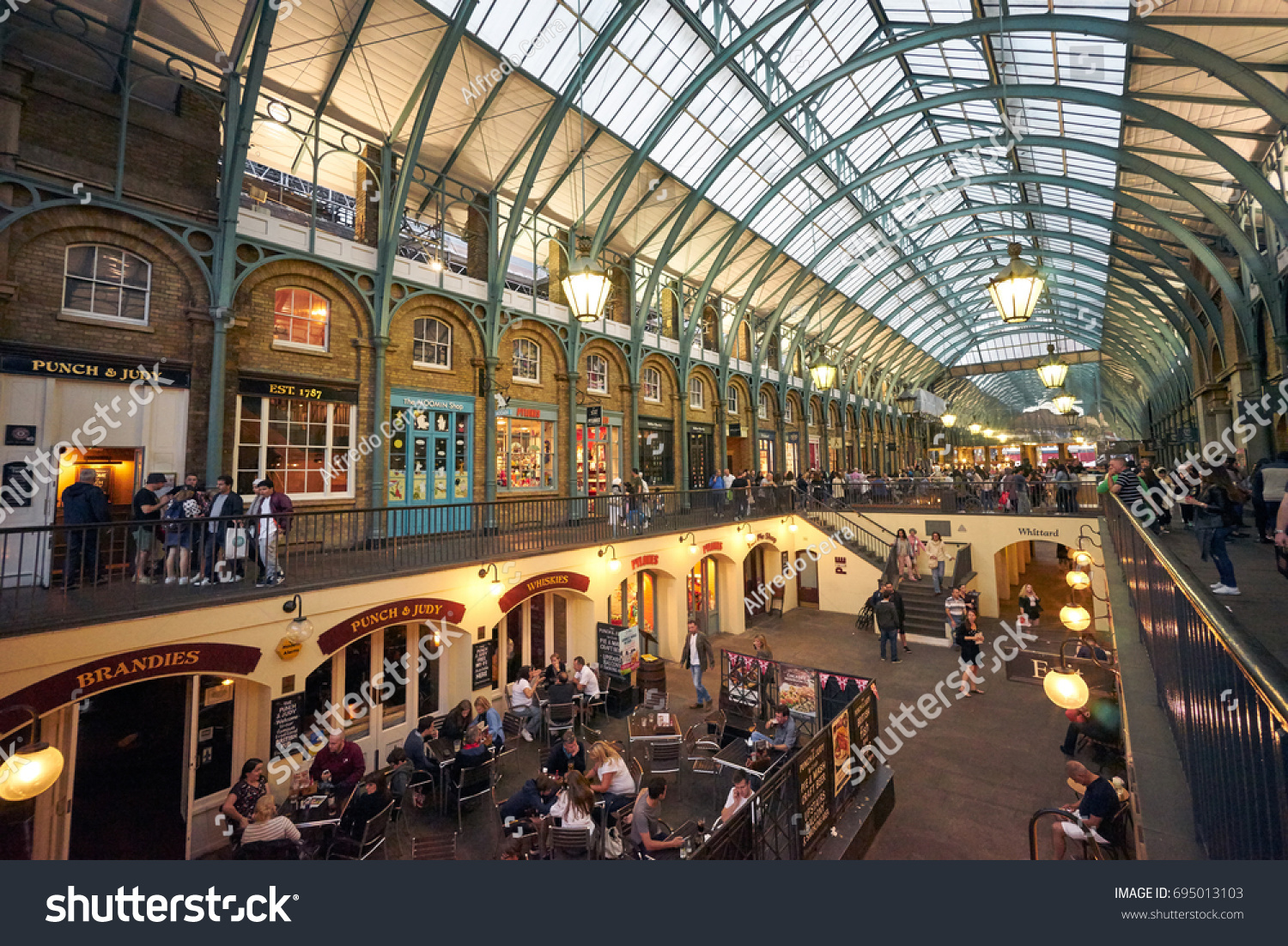 LONDON AUGUST 28 Covent Gardens Market Stock Photo (Royalty Free ...