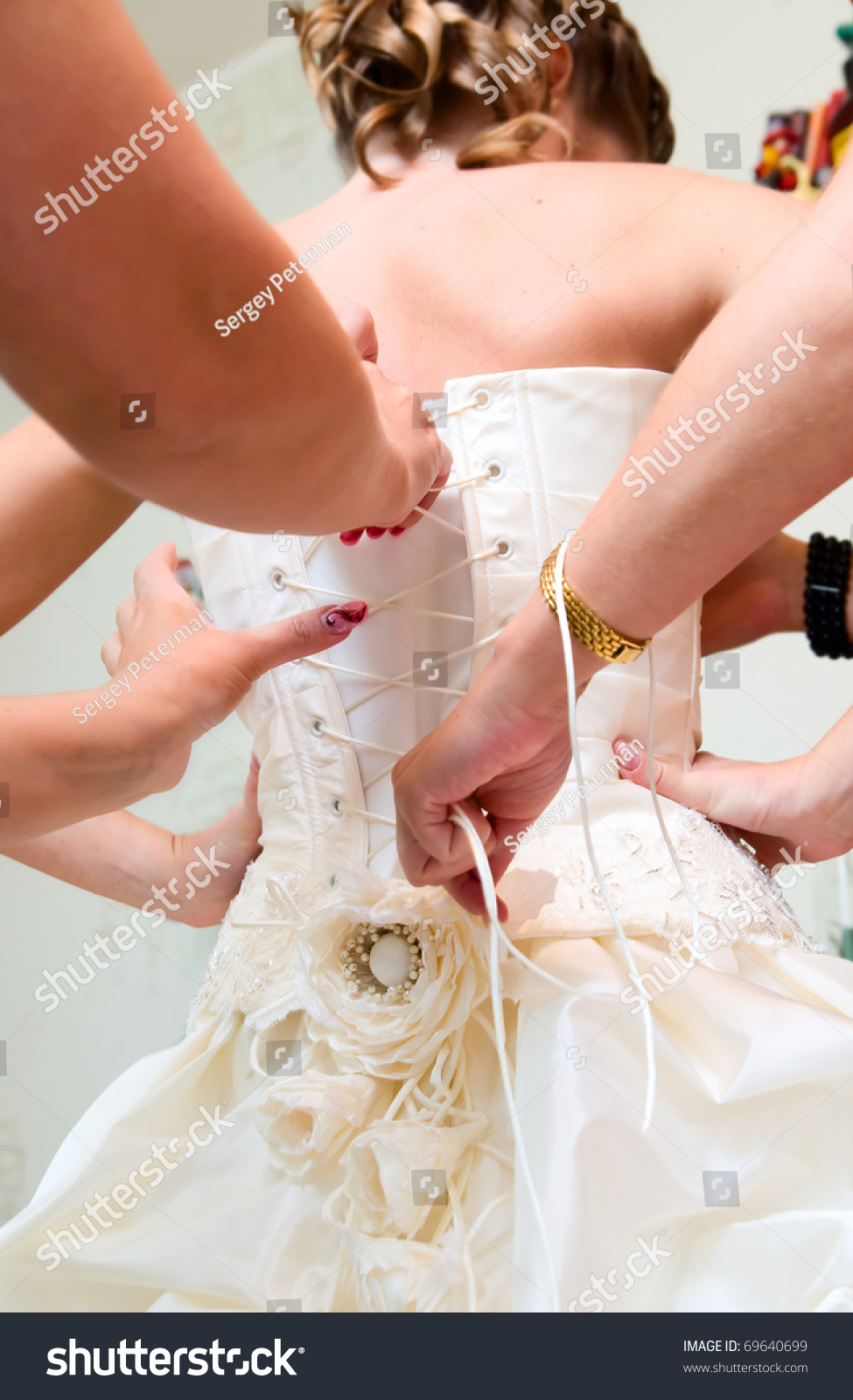 Friends helping each other pictures of the dress