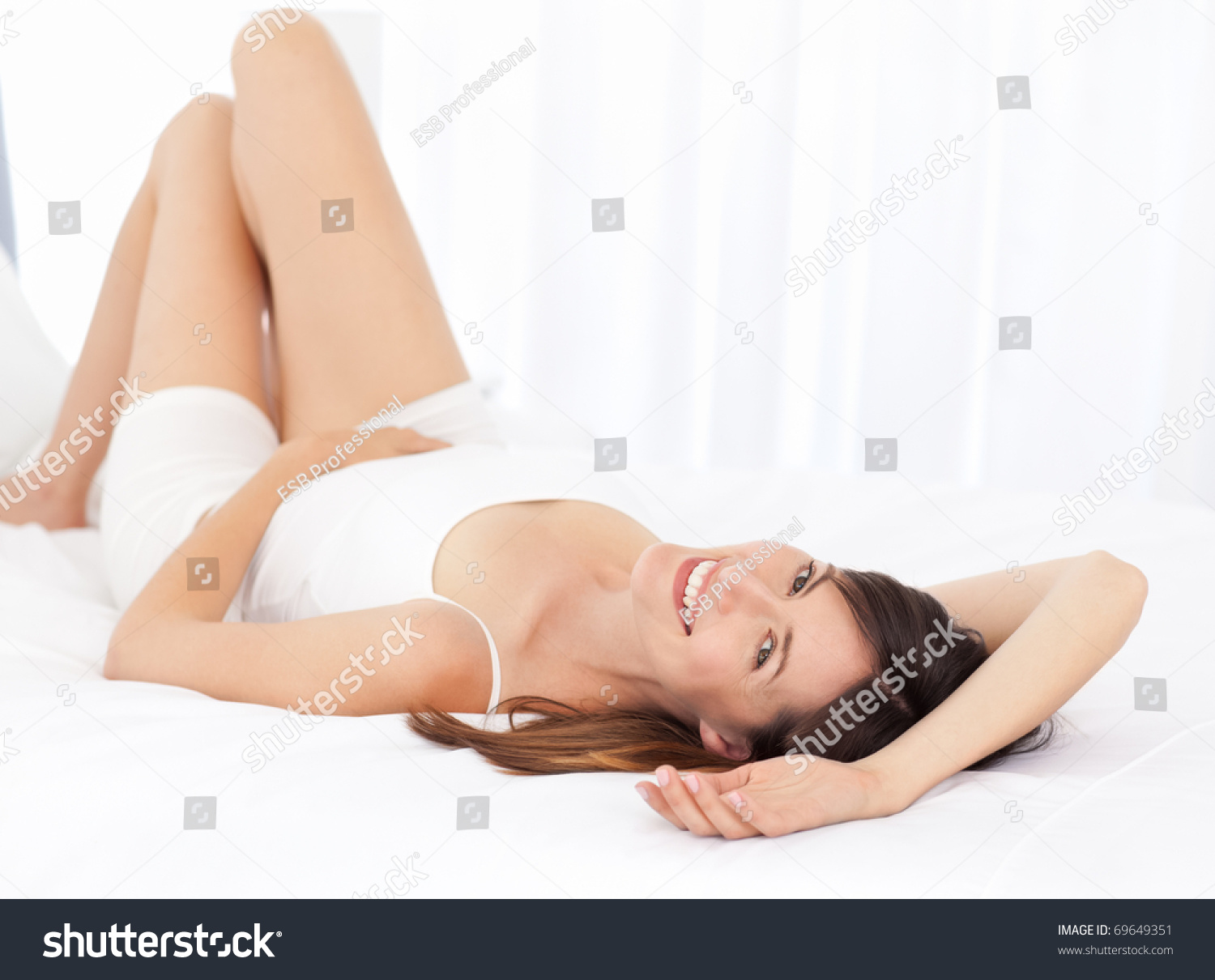 Lying In Bed Or Laying In Bed Pretty Woman Lying Down On