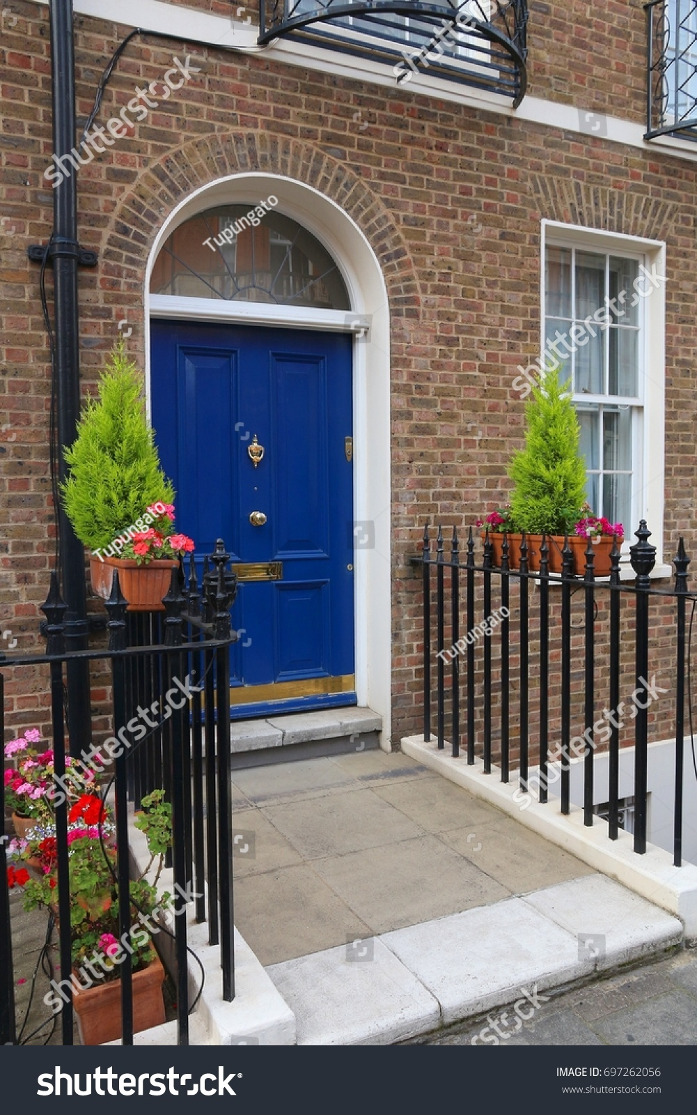 London Architecture Style Uk Beautiful Georgian Stock Photo - Beautiful georgian house in london