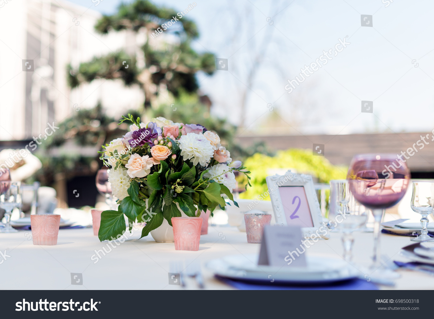 Flower table decorations - Flower Table Decorations For Holidays And Wedding Dinner Table Set For Holiday Event