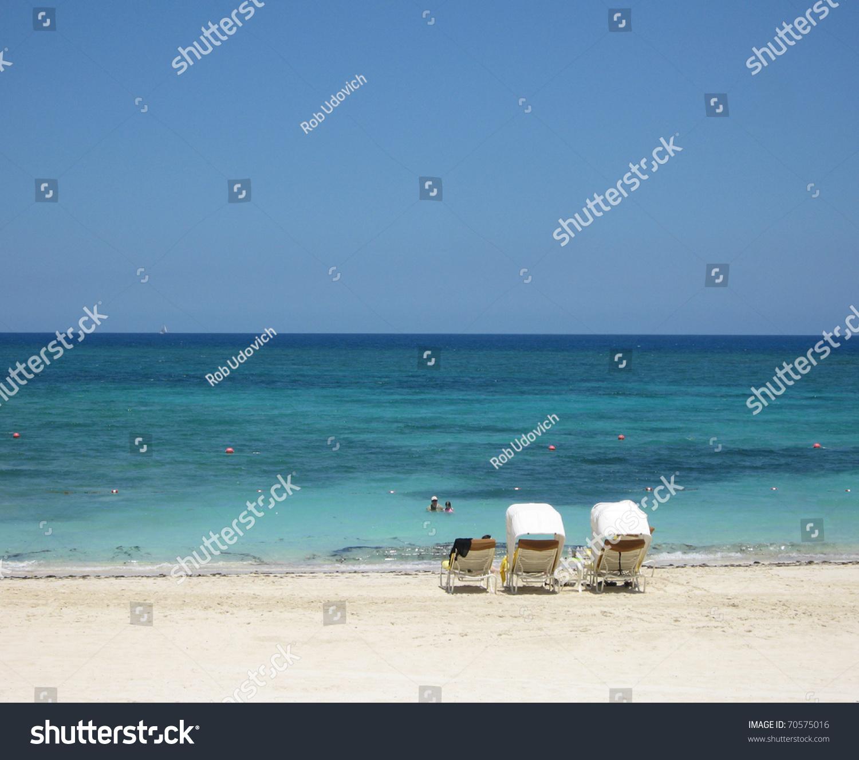 Island Beach Scenes: Beach Scene From Paradise Island Bahamas Near Atlantis