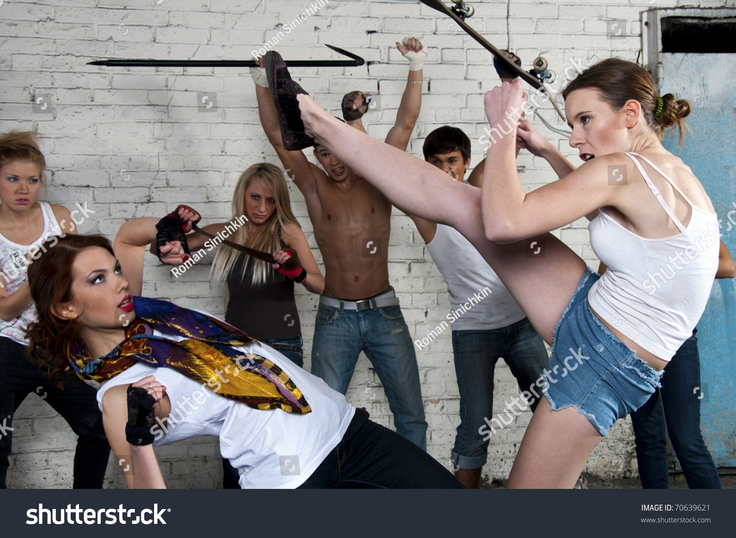 girls fighting on street