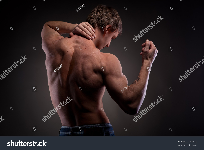 Голая спина мужчины
