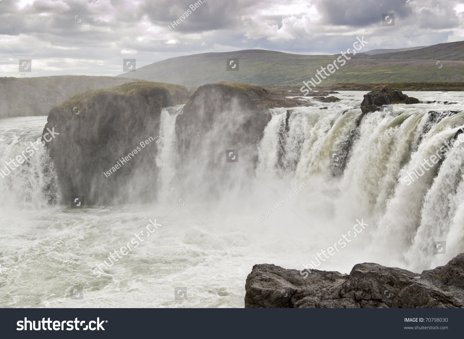 Godafoss waterfall it is one of the most spectacular for Most spectacular waterfalls