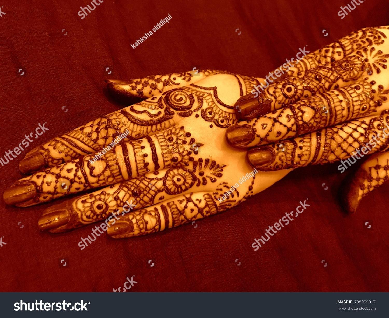 Bridal Mehndi Henna Tattoo On Women Stock Photo Edit Now 708959017