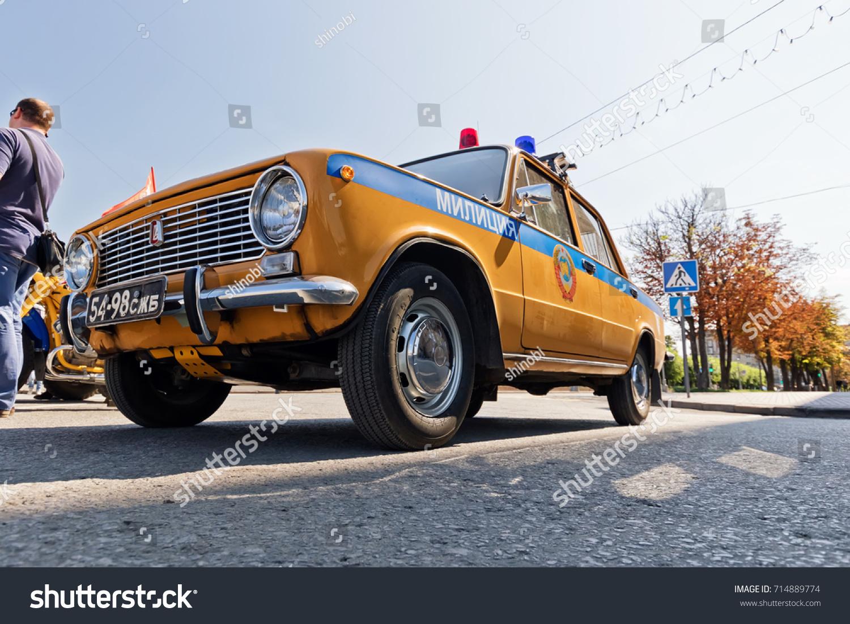 Superbe VOLGOGRAD   SEPTEMBER 9: Retro Police Car VAZ 2106 Soviet Times Painted In  Yellow