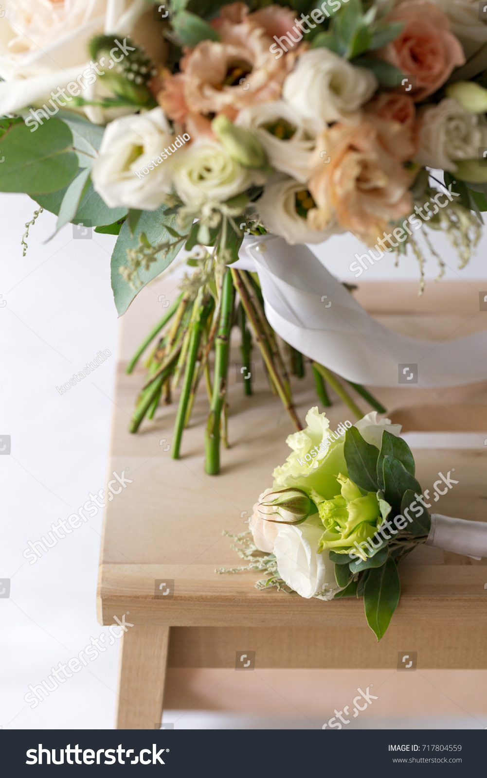 Bridal bouquet a simple bouquet of flowers and greens ez canvas id 717804559 izmirmasajfo
