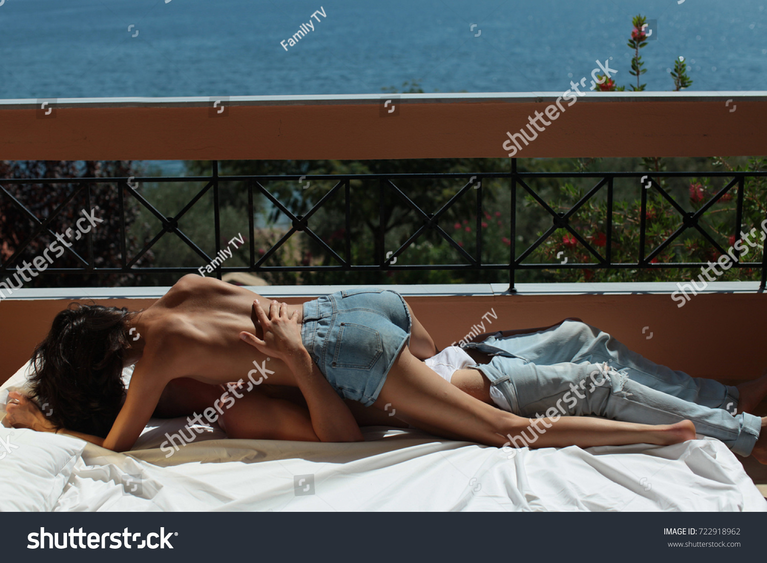 Share your Yung girls hote sex love kissing sexy photo here casual