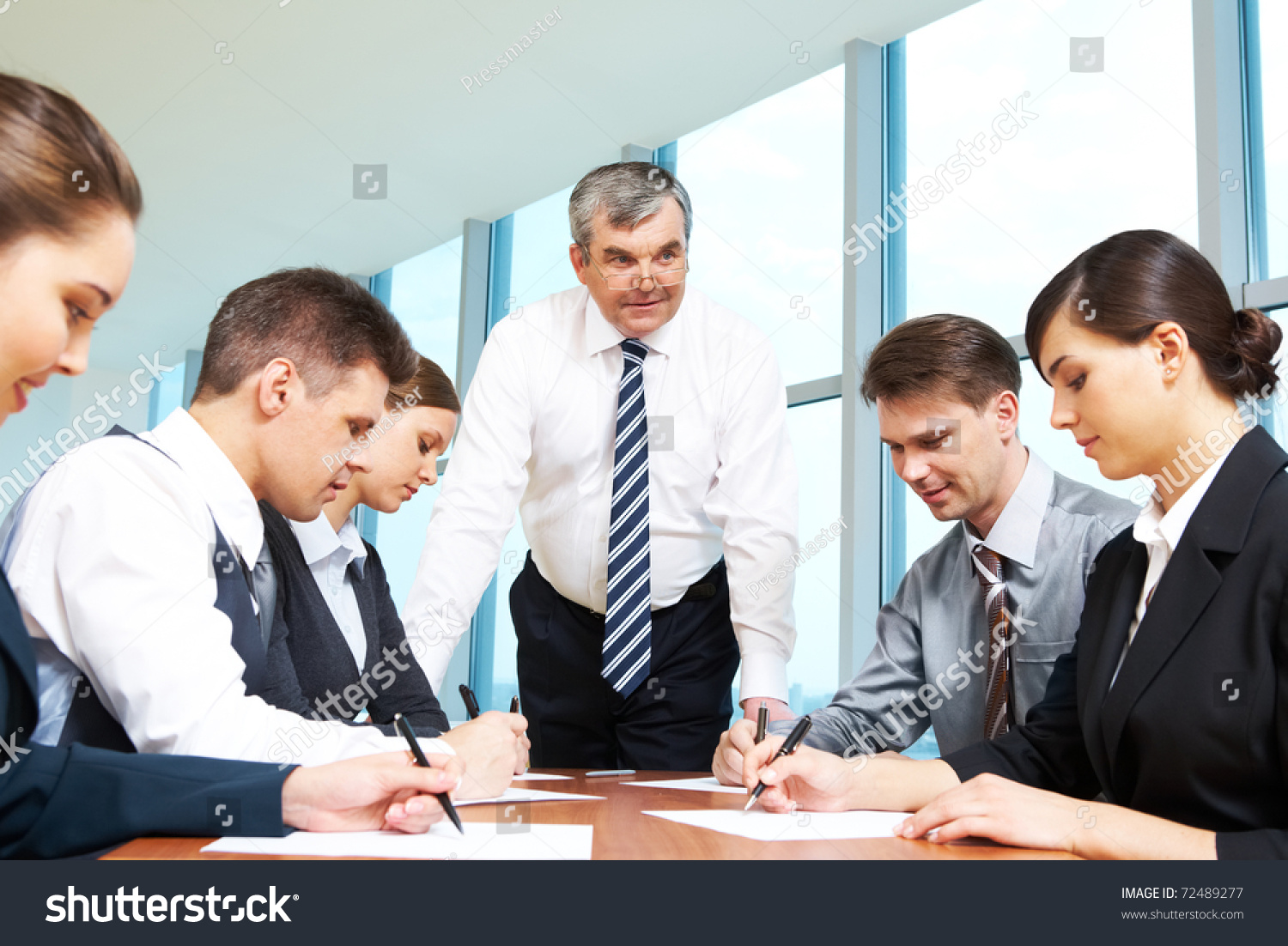 a management meeting essay Planning, governance and compliance committee management contents 1 why have committees 2 what is an effective committee 3 what is an ineffective committee 4 what does a committee secretary do 5 where should a secretary start 51 get familiar with your terms of reference 52 draw up a calendar of business 53.