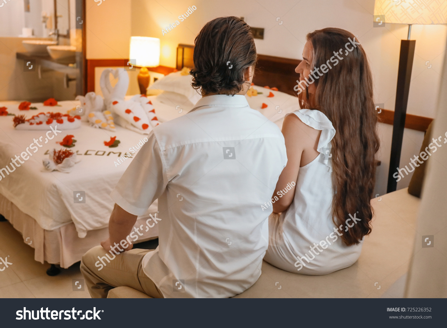 Beautiful Young Couple Hotel Room Honeymoon Stockfoto Jetzt