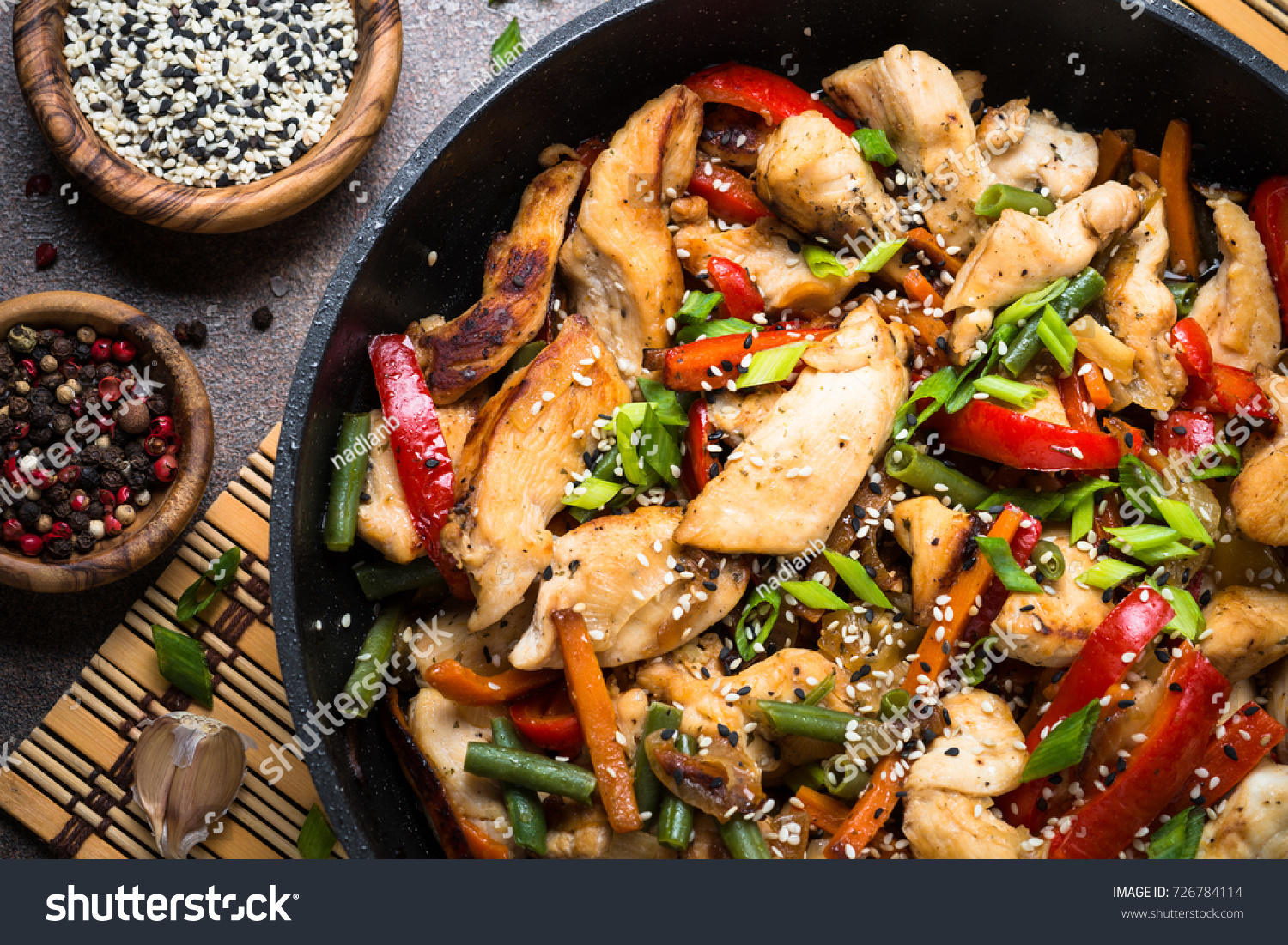 Chicken stir fry vegetables soy sause foto de stock libre de chicken stir fry with vegetables soy sause and sesame in the wok traditional chinese food forumfinder Images